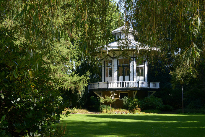 OOSTERHOUT - Het Theehuisje in het Floraliapark.