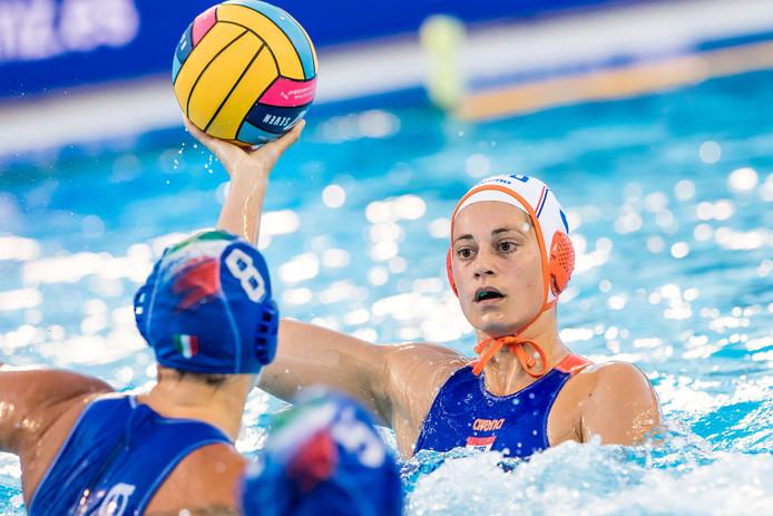 Dagmar Genee in actie tegen Italië tijdens het EK in Barcelona afgelopen zomer.