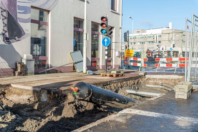 Roosendaal, Moreno Molenaar/Pix4Profs  Op de Hendrik Gerard Dirckxstraat is dinsdag deze leiding geboord richting Emile van Loonpark