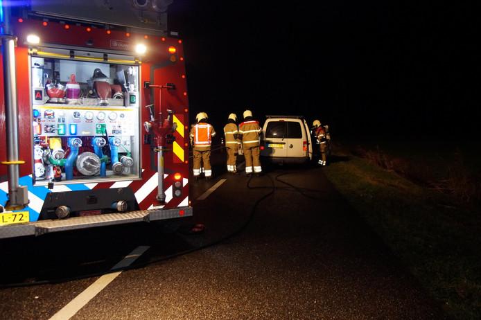 De bestuurder zag tijdens het rijden op de N267 rook uit het dashboard komen.