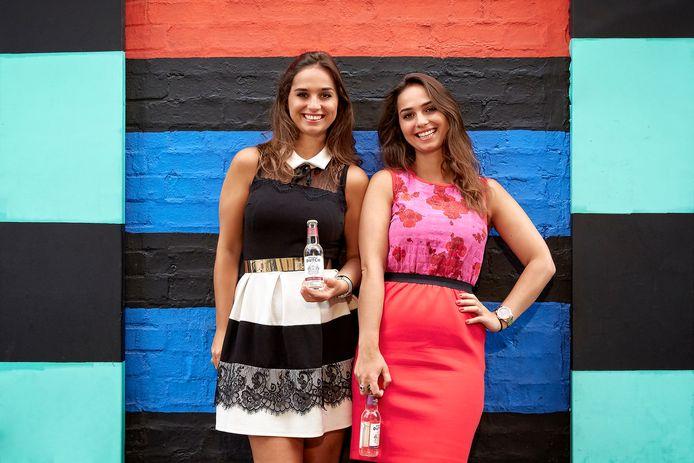 Raissa en Joyce de Haas bouwen vanuit Londen hun frisdrankbedrijf Double Dutch uit.