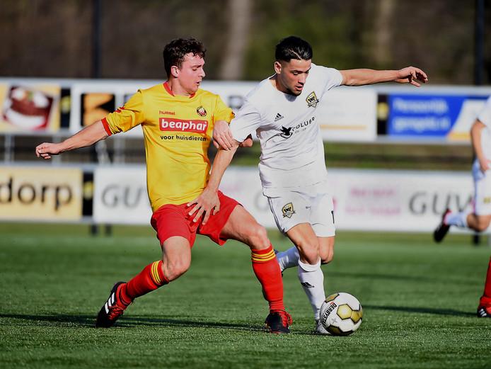 Kabir Sabotic (rechts) is topscorer van FC Winterswijk.