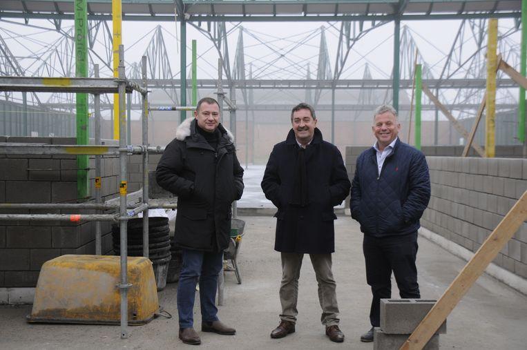 Burgemeester Peter Reekmans en schepenen Hans Hendrickx en Johnny Reweghs zijn tevreden met de vooruitgang.