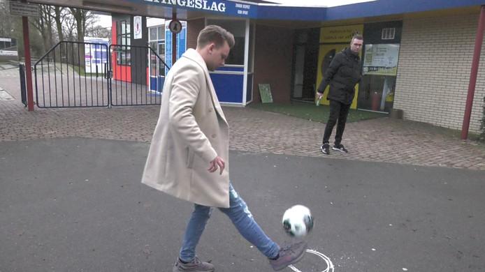 Voormalig PEC Zwolle-speler Wouter Marinus en clubwatcher Johan Inan in Stiften