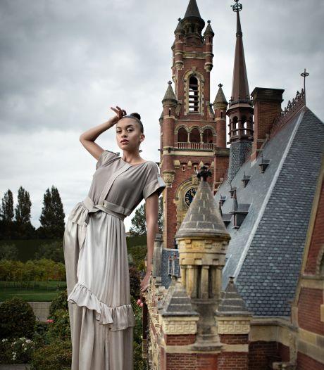 Mondkapjes maken in Madurodam tijdens The Hague Fashion Weekend