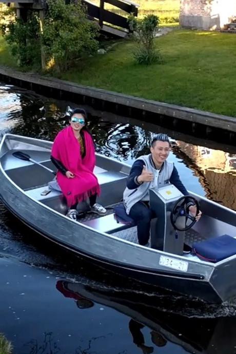 Toeristen in Giethoorn snappen boot niet
