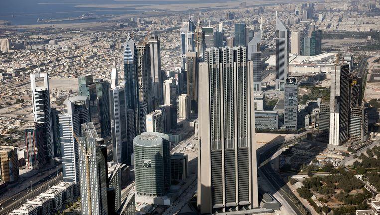 Uitzicht op Dubai, gezien vanaf het hoogste gebouw ter wereld de Burj Khalifa. Beeld anp