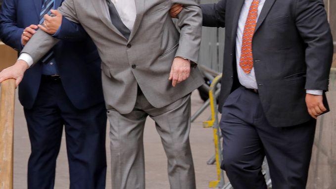 Getekende Weinstein strompelt naar rechtbank