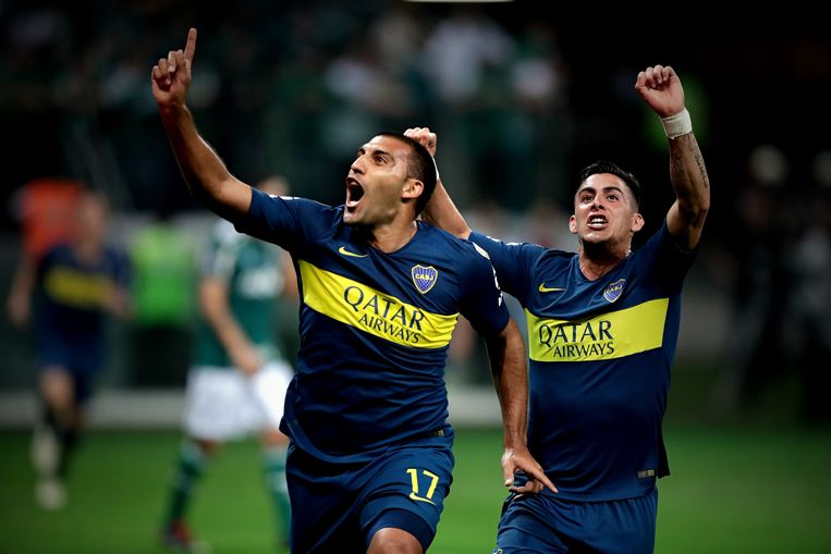 Ramon Abila (links) opende de score in de terugmatch tegen Palmeiras. Achter hem viert Boca's toptalent Cristian Pavón, met Argentinië actief in Rusland, mee.