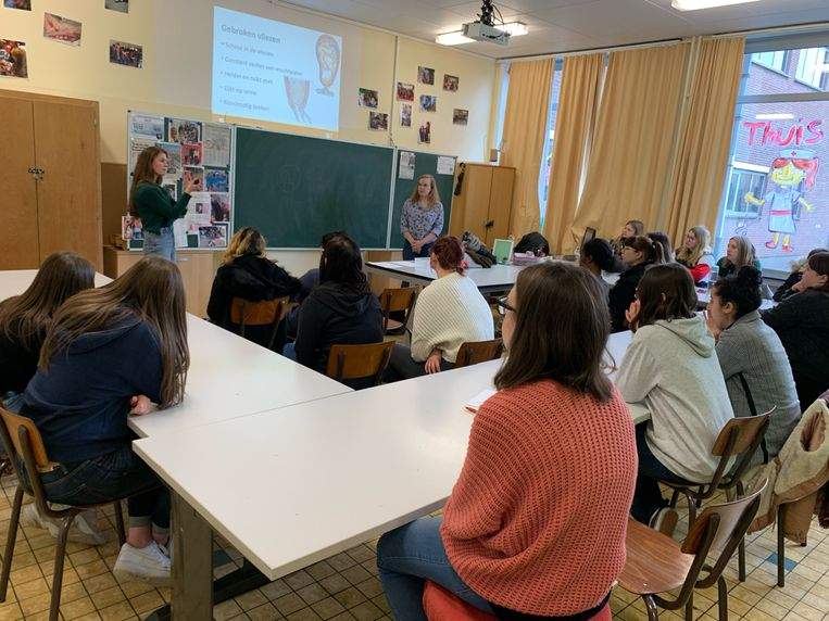 Ayesha De Beer trakteerde de leerlingen op een gastles.