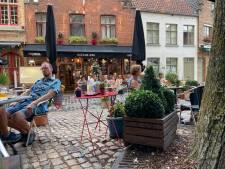 """LEKKER LOKAAL. De Zevende Hemel in Brugge: """"Buiten eten is aangewezen, maar hier is dat geen straf"""""""