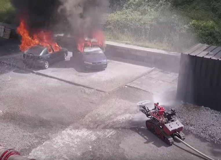 Colossus laat de brandweer toe een brand vanop een veilige afstand te blussen.