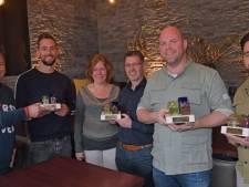 Awards van Oisterwijk Centraal voor ondernemers achter The Inside, SEC en De Rode Lelie en het echtpaar Rentmeester
