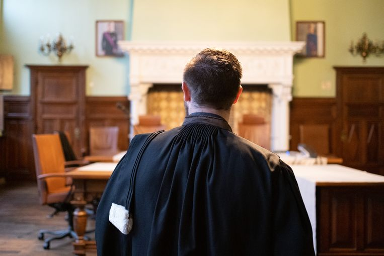 Een advocaat in de correctionele zittingszaal van de rechtbank in Mechelen.