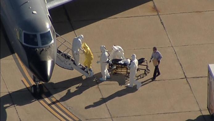 Een foto van de man die ebola-patiënt Amber Vinson volgt in zijn alledaagse outfit.