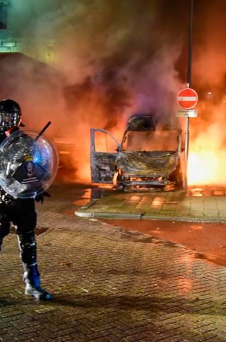 Opnieuw chaotische avond in Nederlandse steden: politie lost waarschuwingsschot tijdens gewelddadige rellen