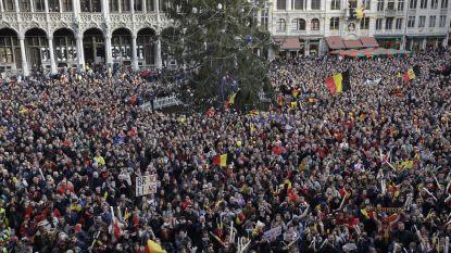 """LIVE. Belgische hockeyhelden worden door dolenthousiaste mensenmassa gehuldigd op Grote Markt: """"Ongelooflijk. Dit hadden we zelfs niet gehoopt"""""""