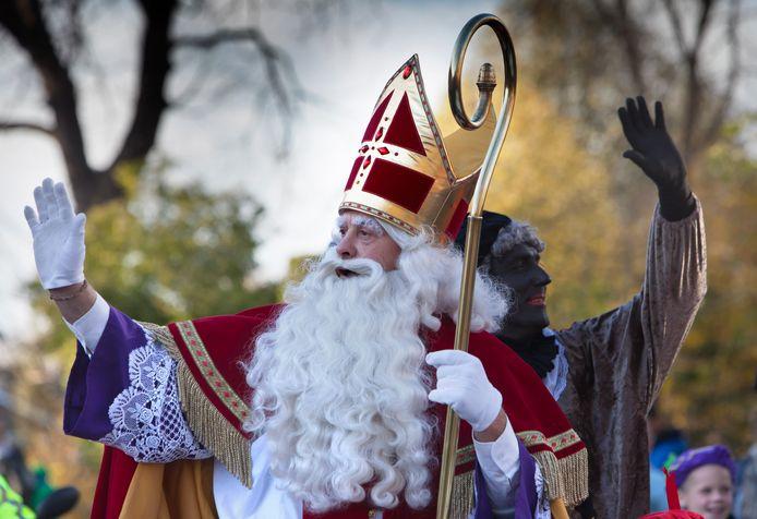Sinterklaas komt aan in Vreeswijk, met Zwarte Piet. De Nieuwegeinse burgemeester Frans Backhuijs mag hen ook dit jaar weer welkom heten, maar hij gaat wel praten over het uiterlijk van Piet.