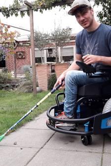 Sjoerd Jansen dolgelukkig met zijn nieuwe rolstoel: 'Het is een beest!'