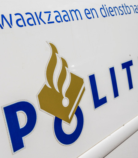 Tieners uit Groningen (13 en 16) vluchten met gestolen scooter in Roden
