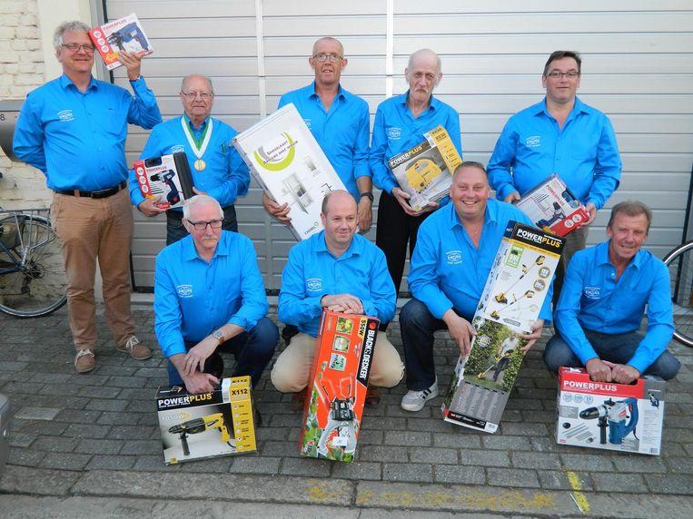 De mannen van 't Kaaiken hebben nu al voor 8.000 euro aan prijzen opgehaald bij de sponsors.