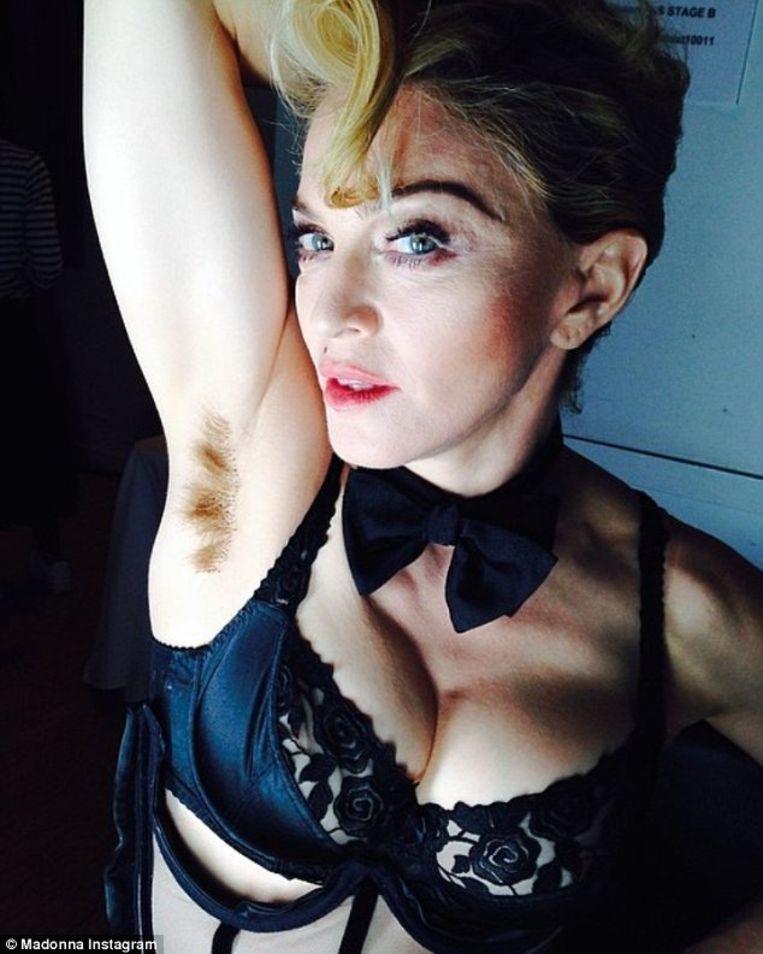 Madonna zette deze foto op Instagram met het bijschrift: 'Long hair, don't care'.