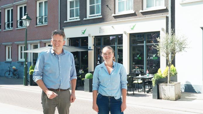 De uitbaters van Wijn bij Stijn, Stijn Kuipers en Hanneke Hanepkamp, beginnen Het Viswijf in het pand van La Vita Verde
