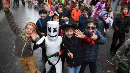 VIDEO: Voor het eerst carnavalsstoet voor kinderen in Leuven: 700 indiaantjes, spoken, cowboys, agenten en veel meer lopen door de straten