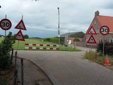 13 verkeersborden, een gewaarschuwd mens...