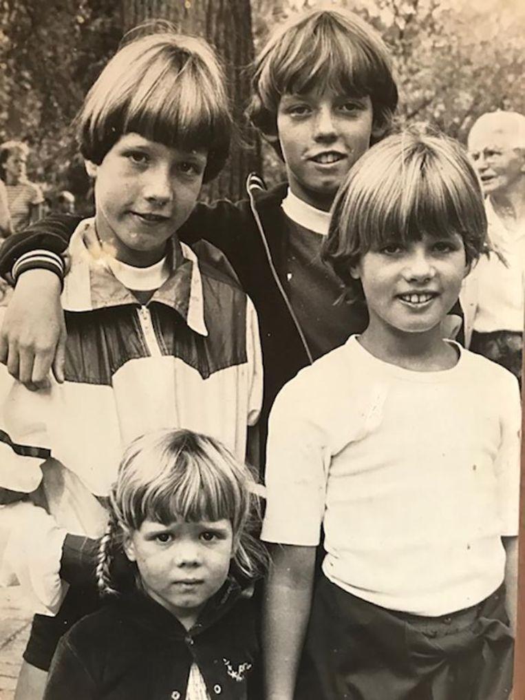 Jeugdfoto Ilse Warringa (rechtsonder) Beeld Privé