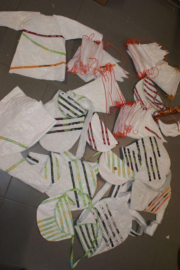 De vrijwilligers maakten ook handtassen, schortjes, slabbetjes en vlaggenlijnen.