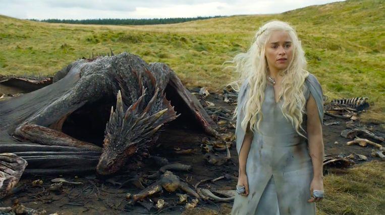 Drogon luistert weer eens niet naar mama. Beeld HBO