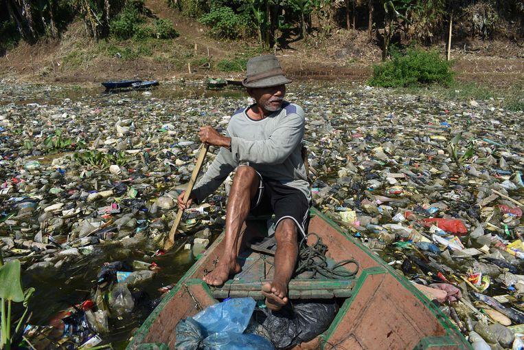 De Citarum-rivier op West-Java staat bekend als een van de meest vervuilde rivieren ter wereld.   Beeld AFP