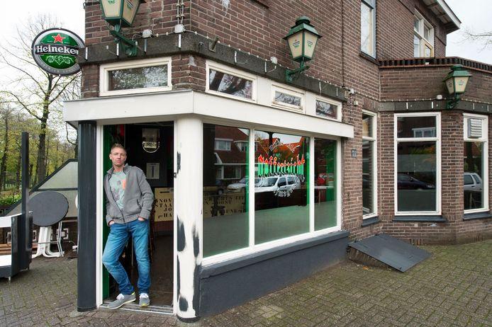 Ed Romijnders voor cafe Goffertzicht. Foto: Bert Beelen
