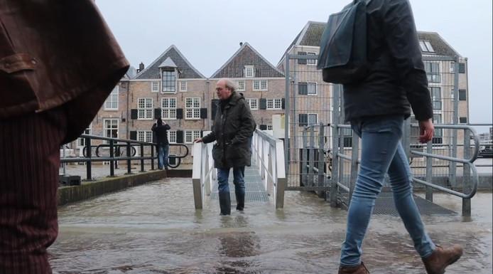 Sommige kades in Dordrecht stonden onder water.