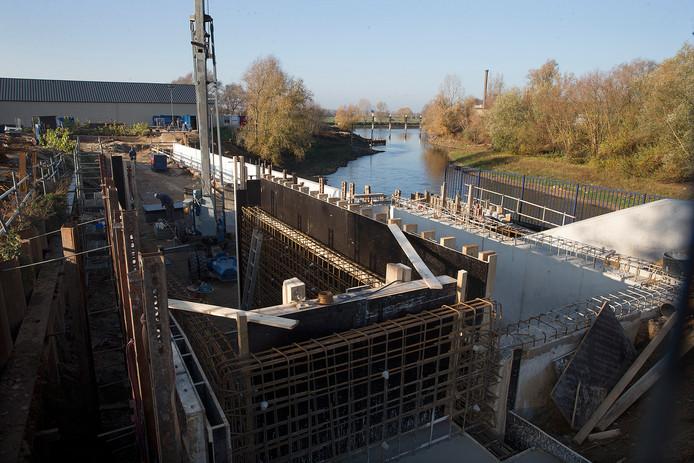 De vistrap in Doesburg in aanbouw in 2018. Met daarachter het gebied dat volgend jaar wordt ontwikkeld.