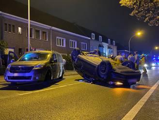 Auto belandt op dak na ongeval