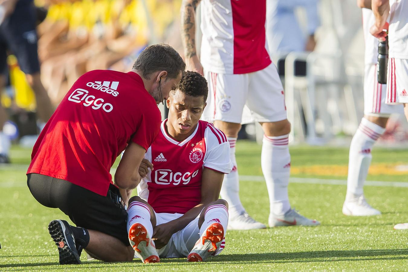 David Neres viel tegen VVV-Venlo geblesseerd uit.
