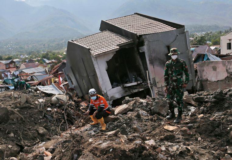 In de zwaar getroffen stad Palu zijn 10.000 reddingswerkers aan de slag, maar buitenlanders zijn er niet meer welkom.