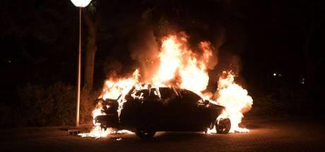 Auto gaat in vlammen op in Nuenen