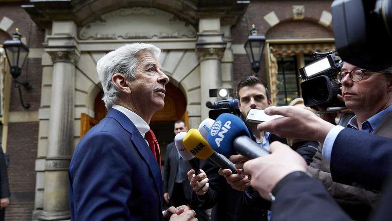Minister Ronald Plasterk van Binnenlandse Zaken staat de pers te woord bij aankomst op het Binnenhof voor de wekelijkse ministerraad. Beeld anp