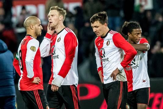 Karim El Ahmadi (l), Nicolai Jorgensen (2e l), Steven Berghuis (2e r) en Tyrell Malacia (r) zijn teleurgesteld met de 1-1.