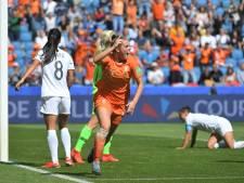 Oranje opent WK met winst door late goal invaller Roord