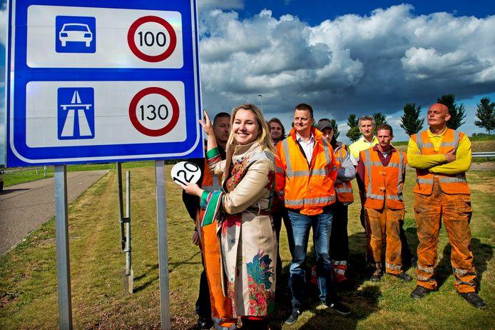 Zeven jaar geleden onthulde toenmalig minister van Verkeer Melanie Schultz van Haegen de nieuwe maximumsnelheid. De kans is groot dat vanwege de stikstofcrisis de maximumsnelheid fors omlaag moet.