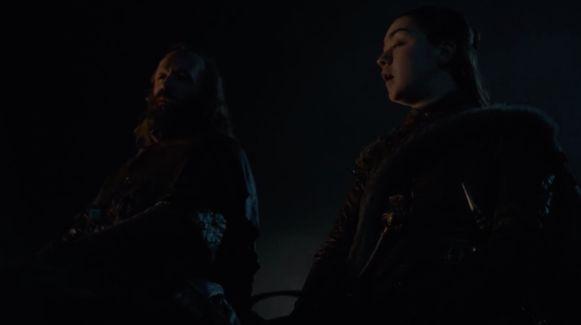 Ook Arya en The Hound arriveren aan de stadsrand.