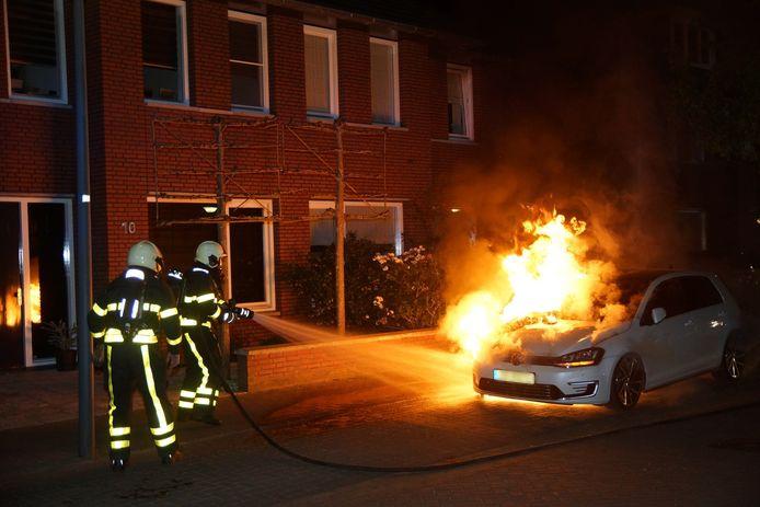 Autobrand op de Koetshuislaan in Waalwijk.