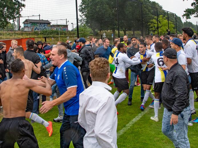 ongeregeldheden na afloop van het nacompetitieduel tussen FC Tilburg en Madese Boys