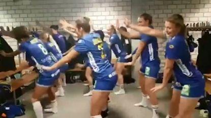 Zweedse handbalsters zijn na dit sexy dansje in de kleedkamer sterren van EK