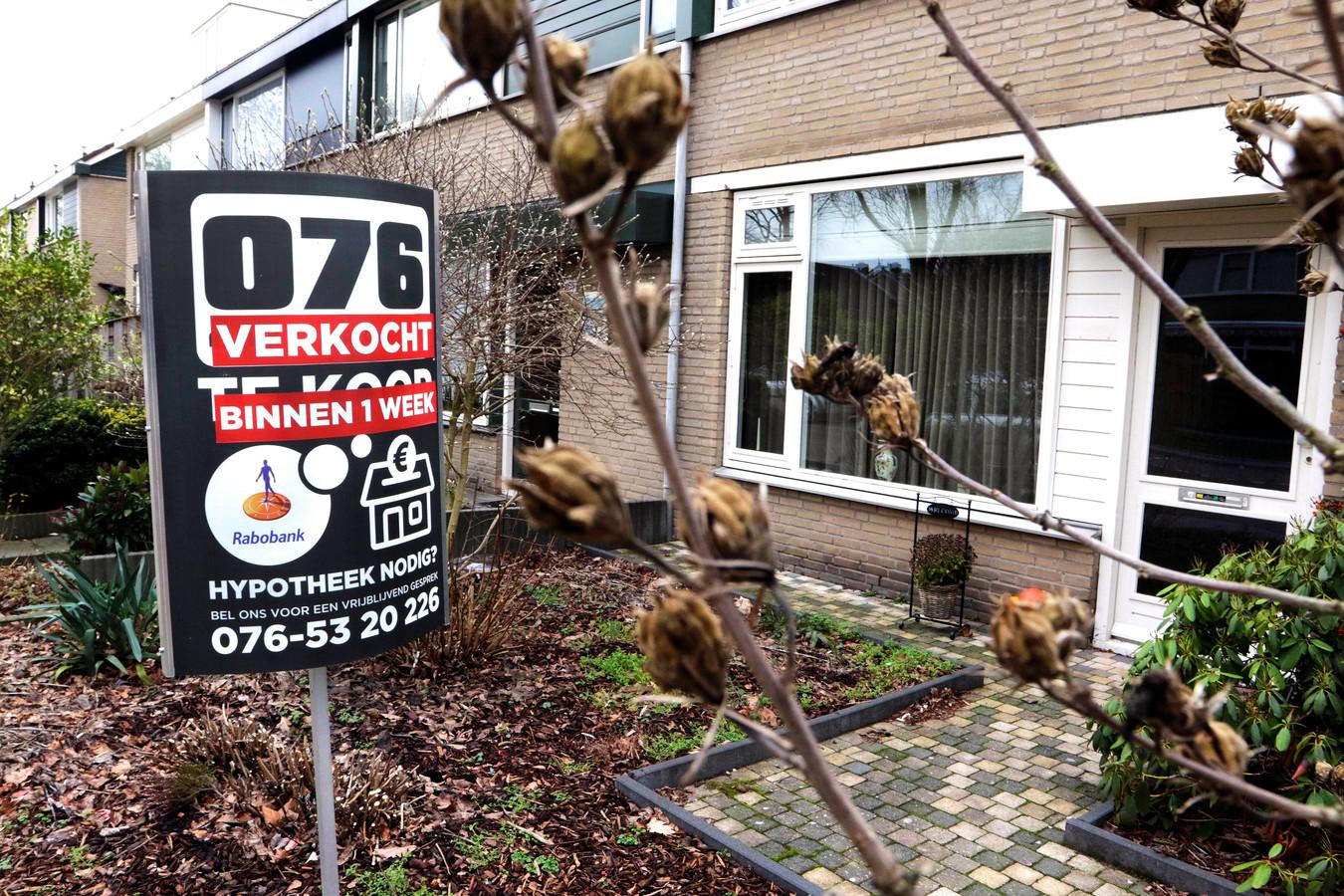 Een rijtjeshuis met tuin? Steeds meer Bredanaars slagen er niet meer in zo'n huis tegen een betaalbare prijs in eigen stad te vinden en wijken uit naar goedkopere randgemeenten als Etten-Leur.