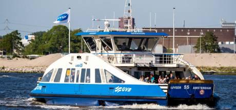 Minder reizigers toegestaan op de pont over het IJ